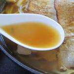 きりん - 2016年8月 醤油ラーメンのスープ
