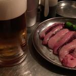 焼ジビエ 罠 神田 - 生ビール + 本日の稀少肉(この日は真鴨だった)