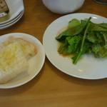 RAMO - 前菜のサラダ、パン