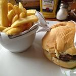 Madero Steak House - 料理写真:マデロ・チーズバーガー