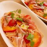 アフタヌーンティー・ティールーム - 桃とサングレープトマトの冷製パスタ