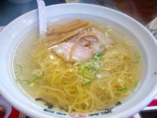 函館麺屋 ゆうみん - 塩ラーメン(650円)あっさりしてますけど、旨味は鯉スープです