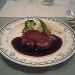 アプローズ - アプローズ 牛フィレ肉赤ワインソースかけ