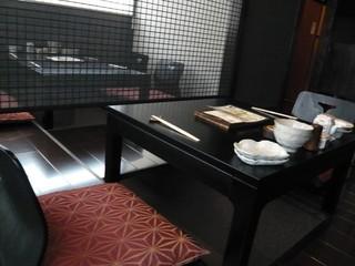 博多もつ鍋 梟 - 座席