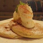 55001939 - アールグレイのチャイティーパンケーキ with バニラアイス
