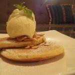 55001944 - アールグレイのチャイティーパンケーキ with バニラアイス