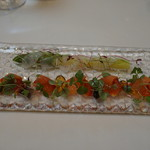 ラ・グランターブル ドゥ キタムラ - 宮城沖マコガレイのマリネとムール貝、スモークサーモン        とりがいをあしらったグリーンアスパラとトマトのサラダ仕立て