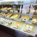 フクスベルグ - 店内ケーキのショーケース