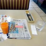 ジョナサン - BLTEパンケーキモーニング、ドリンクバー付き754円の野菜ジュース