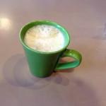 ジョナサン - BLTEパンケーキモーニング、ドリンクバー付き754円のカフェラテ