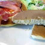 ジョナサン - BLTEパンケーキモーニング、ドリンクバー付き754円のパンケーキ