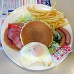 ジョナサン - BLTEパンケーキモーニング、ドリンクバー付き754円