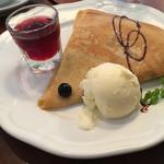 ブレカフェ・ブラッセリィ - +料金でデザート付。チョコとカスタードのクレープ。