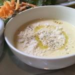 バール・エ・トラットリア・ピュウ - 冷製とうもとこしスープ