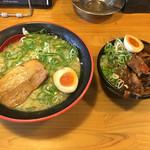 麺屋 ZOE - 豚骨ラーメンとミニぼっかけ丼