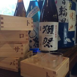 鯖との相性がよい日本酒を取り揃えました。飲み比べセット有