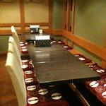 海鮮居酒屋 一心 - 五月に改装した店内。テーブル席は早めの予約が◎