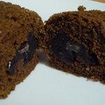 仙太郎 - 【2010.10.20】外側は黒糖の生地、内側には黒糖を練り込んだ餡が詰まっています♪