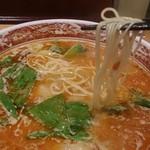都飯店 - 四川ラーメンの細麺