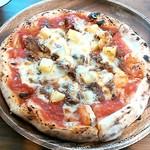 カフェ フクバコ - キーマカレーのピザ