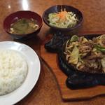 世界のハンバーグ曲角 - 和牛焼肉定食=950円