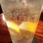 焼肉トラジ - 生レモンサワー グラスのロゴがお洒落