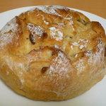 ブーランジュリー ラ・セゾン - 甘栗パン(300円)♪とっても重量感があります☆