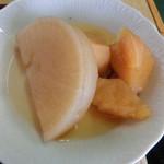 信栄食堂 - 大根とじゃが芋の煮物