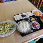 信栄食堂 - 野菜イタメ定食