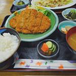 総理屋 - チキンカツ定食 880円