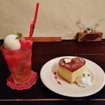 55025393 - 『スイカのアイスクリームソーダ水』(650円)と『ハートのホットケーキ』(550円)!!~♪(^o^)丿