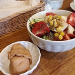 ターブルドート - 煮物とサラダ