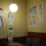珈琲館 - 店内でヤマノススメキャラがオリメニュー進めてます~☆