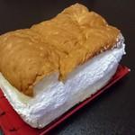 55028397 - クリームたっぷりの牛乳パン