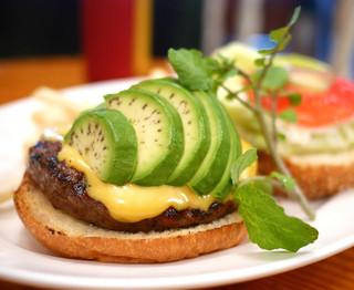 ホームワークス 麻布十番店 - アボガドバーガー R size チェダーチーズトッピング