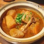 スタミナ鉄板焼肉 博多鉄壱 - ゴロゴロのじゃがいもと鶏肉のたっぷりです。