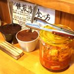 スタミナ鉄板焼肉 博多鉄壱 - キムチも食べ放題です
