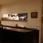えさき - 店内:カウンタから見る厨房