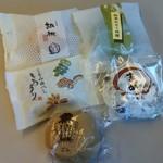 55043854 - バラ売りの和菓子