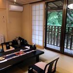 割烹旅館 湯の花荘 - 離れの客室『武蔵』の和室(2016年8月)