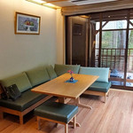 割烹旅館 湯の花荘 - 離れの客室『武蔵』のリビング(2016年8月)