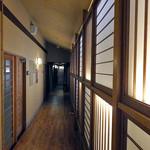 割烹旅館 湯の花荘 - 1階離れに続く廊下(2016年8月)