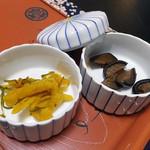 割烹旅館 湯の花荘 - 客室に用意された漬物類(2016年8月)