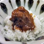 割烹旅館 湯の花荘 - 夕食(ご飯に「和牛肉ネックの合せ味噌煮込み」をのせて)(2016年8月)