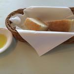 アクア オリビン - パンとオリーブオイル