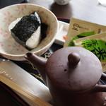 太田茶店 - おむすび茶漬け \378- お茶漬けは一袋お持ち帰り用です