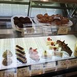 菓子工房 エピナール - 店内の雰囲気