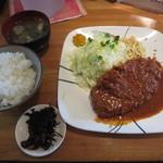 横浜とんかつ豚2 - 牛カツレツランチ 900円