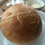 Cafe福 - 噛み応えのあるパン…カリッと焼かれていて美味しい♪