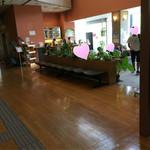 Cafe福 - 店内…勉強している中学生がいっぱいいました